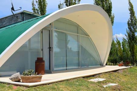 Finca La Escondida:  Cabaña moderna con jacuzzi