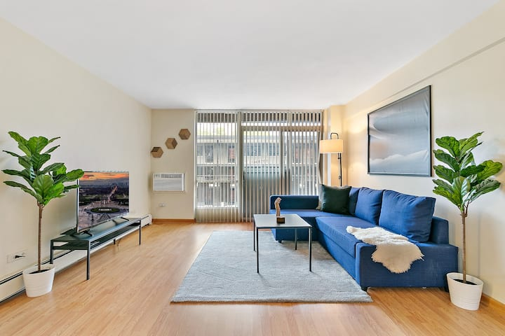 2BR Full Kitchen, Superb Rooftop View  DT Oak Park