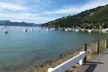 Only 2 minute drive to Waikawa Bay (or 13 min walk)