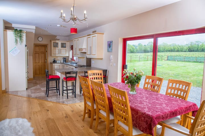 Beechwood. Spacious Country house great for groups
