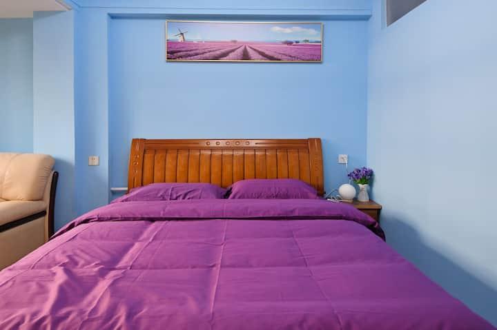 七里河地铁站附近宽敞的大床房