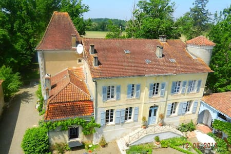 Elegant suite within Chateau - Sainte-Colombe - Bed & Breakfast