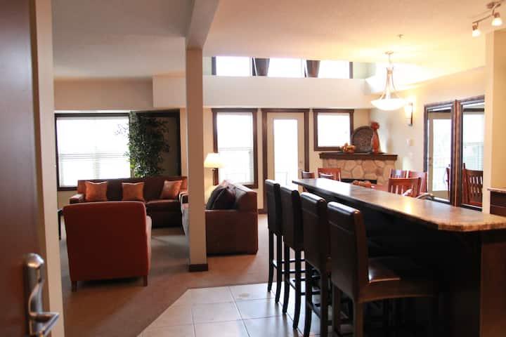 Fernie resort penthouse, wifi, bbq, sleeps 10