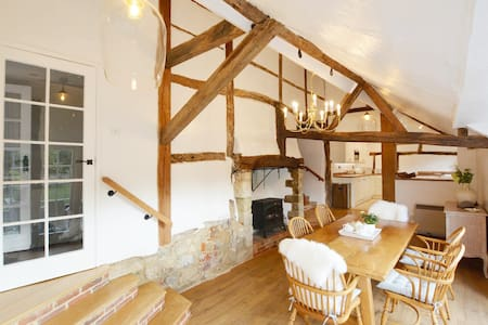 Entire Historic Cottage in Beaulieu Village/ Wifi