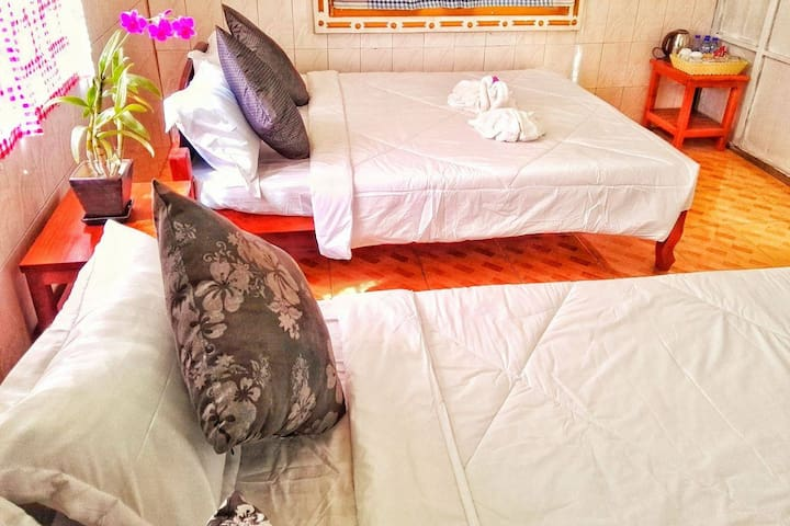 Family House Retreat 5-8 persons