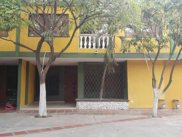 CASA EN CONJUNTO RESIDENCIAL VILLA EMMA - Santa Marta (Distrito Turístico Cultural E Histórico) - Maison