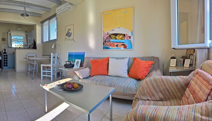 Cosy Apartment next to Korissia beach