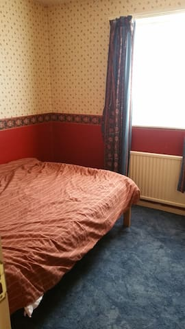 Comfortable quiet double rooms with break fast - Essex - Hus