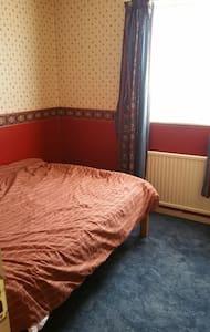 Comfortable quiet double rooms with break fast - Essex