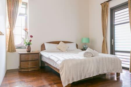 標準2人房 NT$1200 for one room one night.