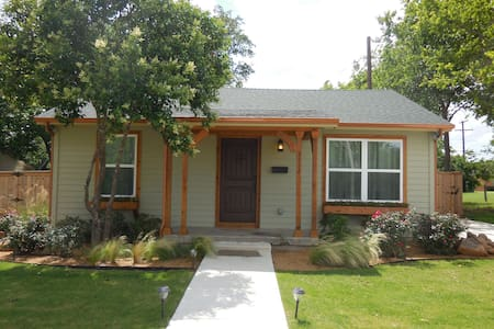 Cozy 2 bd Cottage in Fort Worth - Fort Worth - Casa
