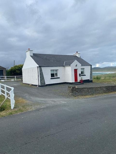 Quaint Irish Cottage overlooking Malin Head coast