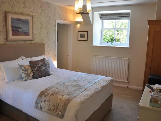 Bulleigh Barton Manor - The Willow Room