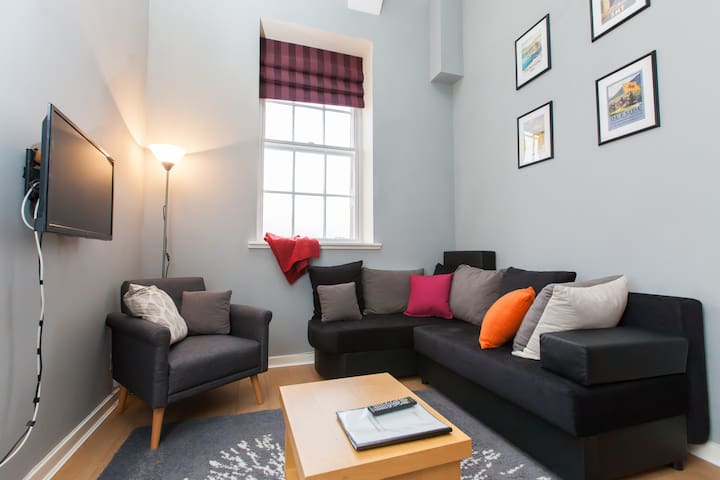 Character Flat in Edinburgh's Old Town