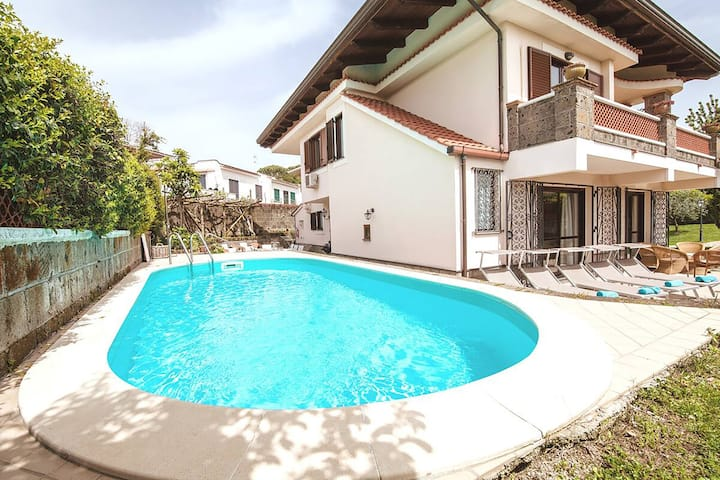 Private villa with pool in town centre
