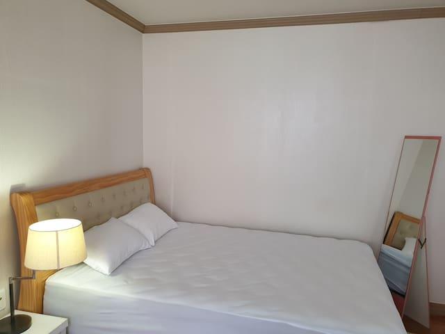 침실3개  360만원 코웨이 퀸침대 세트, 145만원 코웨이 슈퍼싱글 프레임 세팅