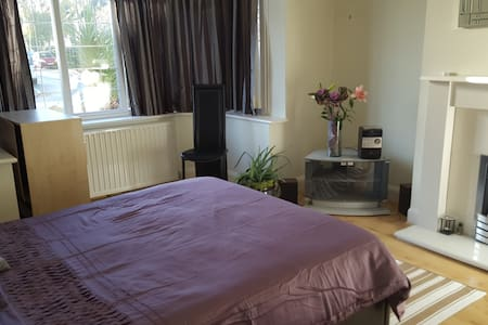 Home from home, Access to Bus Train & Airport - Luton - Hus