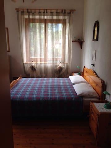 Splendida camera matrimoniale - Dimaro - บ้าน