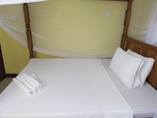 Ensuite Private Room  + Wifi+ Kitchen