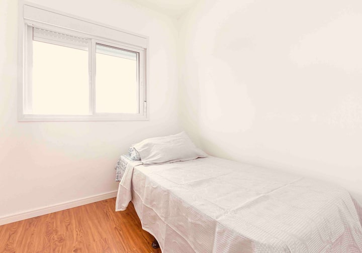 Quarto aconchegante em apartamento novo