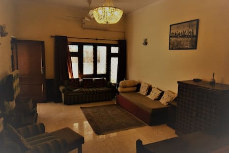 Cozy, inviting and affordable apt in Green Park - Neu-Delhi