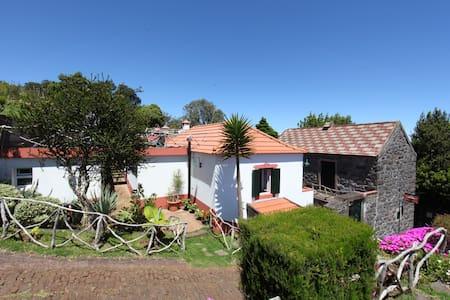 Casa do Ribeirinho Twin Room - Porto Moniz - บ้าน