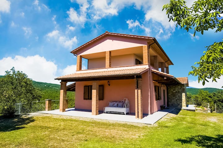 Villa with above ground swimming pool in the rolling Tuscan hills with a beautiful view