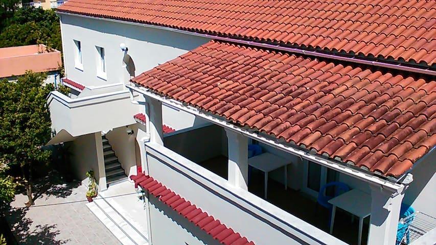 Gorgona apartments ipsos-pirgi - Pirgi - House