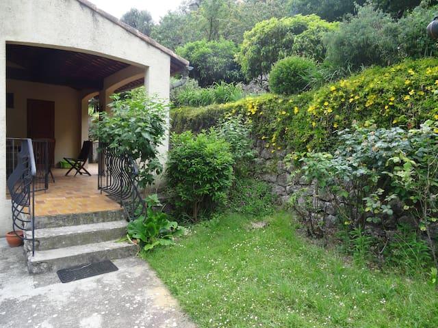 2 pièces avec jardin et terrasse