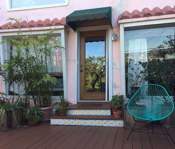 Silver Lake Hills Studio with Private Patio