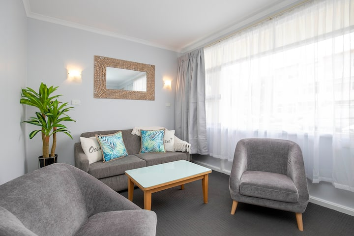 Two-Bedroom Apartment // Glenelg Oasis Studios