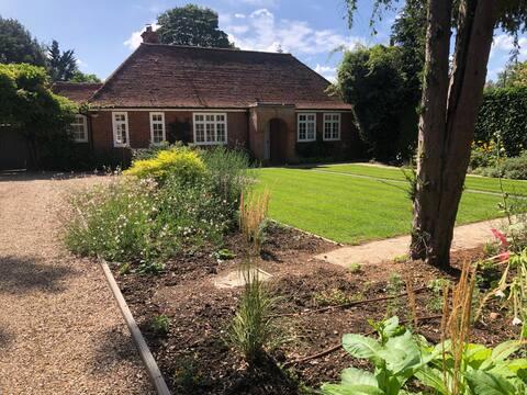 Langton Cottage private garden very near Cambridge