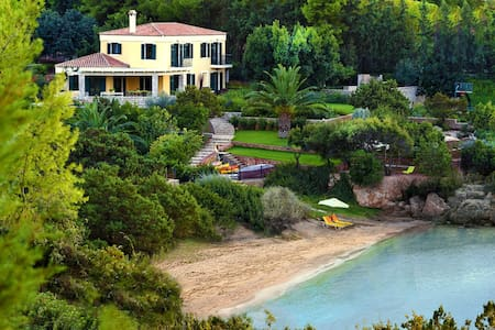 Beachfront Villa With Tennis Court - Kilada - Villa