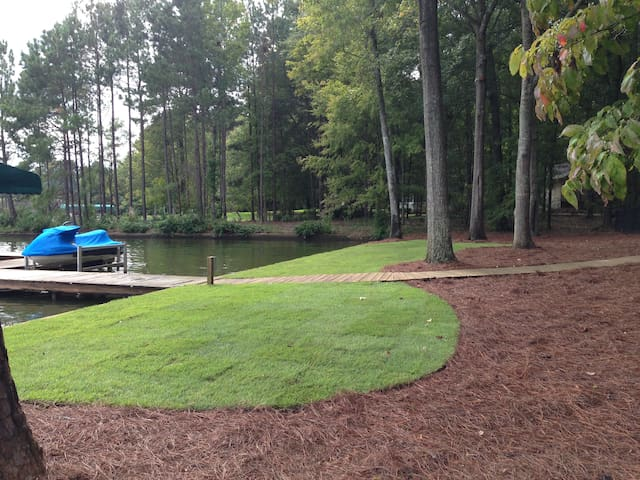 Lake Oconee - Waterfront with fenced in yard!