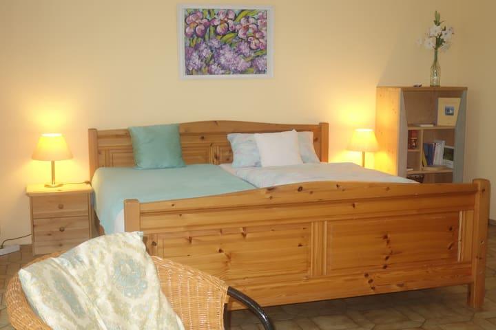 Rooms@No22 Doppelzimmer mit Bad und Terrasse