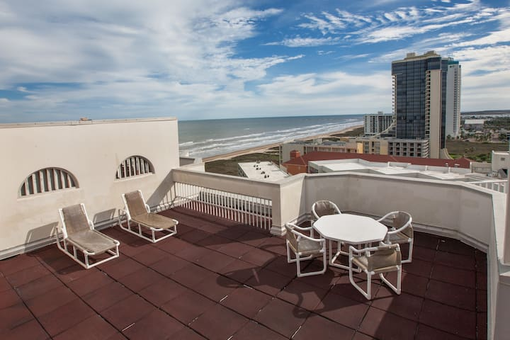 Beachfront Penthouse with private rooftop balcony - South Padre Island - Lejlighedskompleks