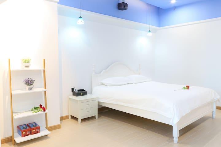 爱琴海灰鲸影院公寓2402定情海