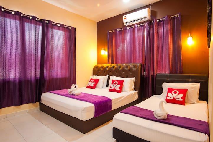 Beautiful Room at Villa Bunga Padi