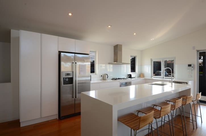 Luxury Beach House - Shellharbour - near Kiama