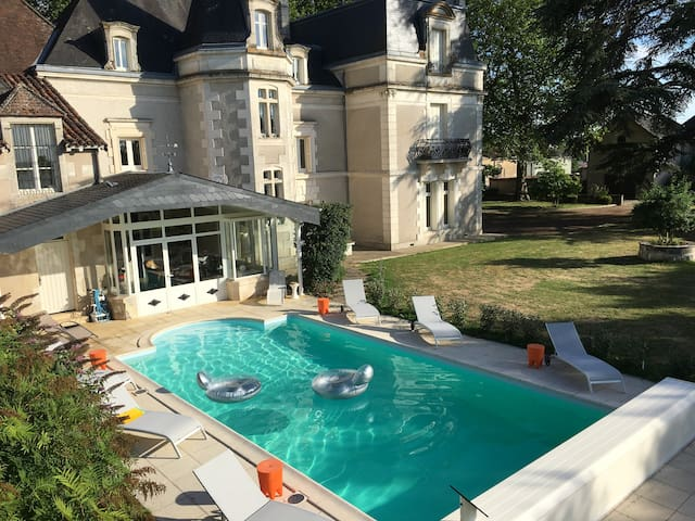 CHATEAU:9 BEDR00M HOLIDAY/WEDDING VENUE-POOL/SAUNA