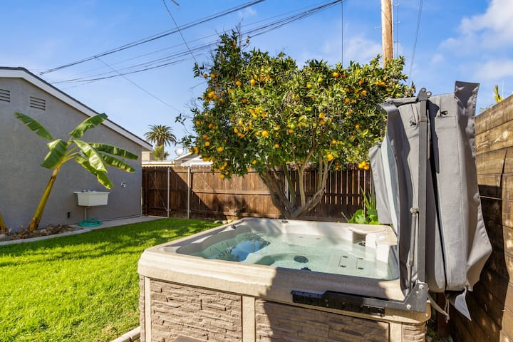 Gorgeous SoCal escape w/ fenced yard, hot tub, and gas grill -  dogs welcome!