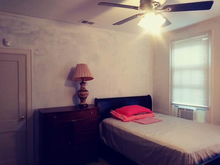 Quiet and nice room in highland