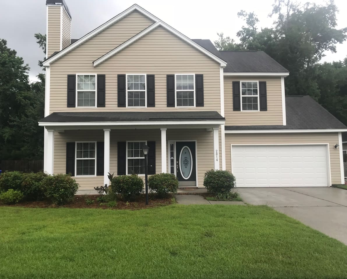 Beautiful contemporary home with hardwood bamboo floors and stainless appliances
