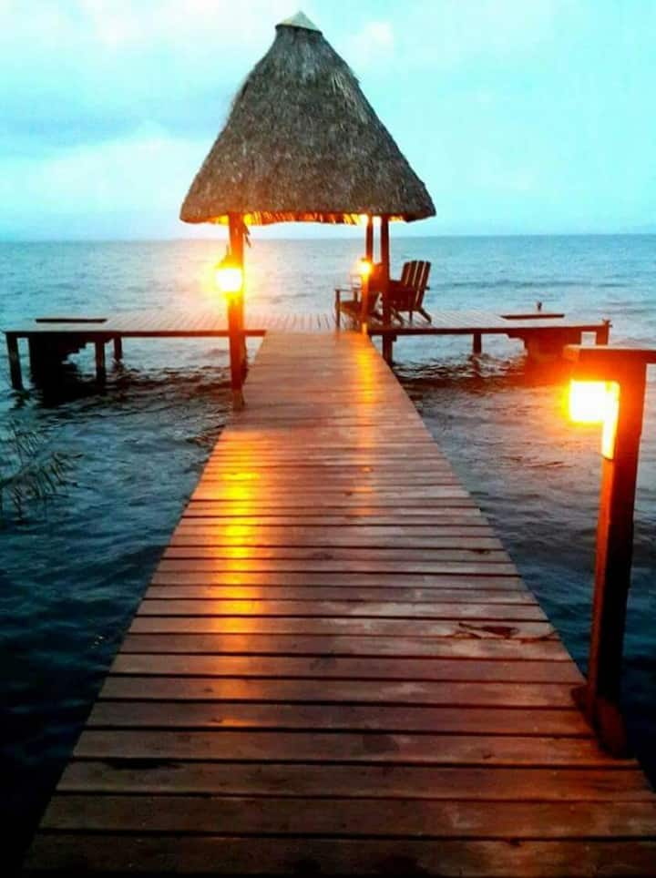 Hermosa casa frente al Lago de Izabal Rio Dulce
