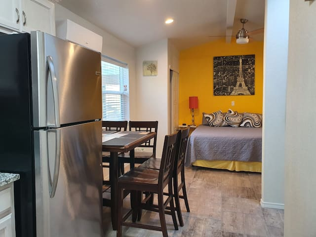 Brand New, Private, detached, clean backyard apt