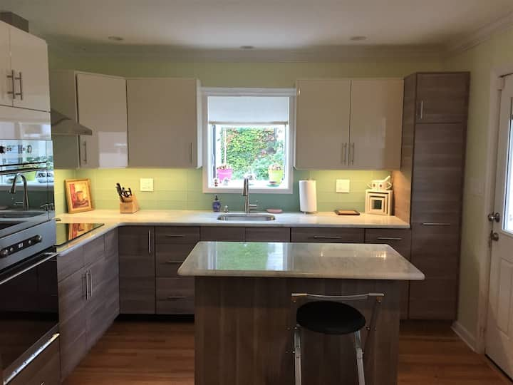 Newly renovated house 4 bedroom. Minutes from NYC