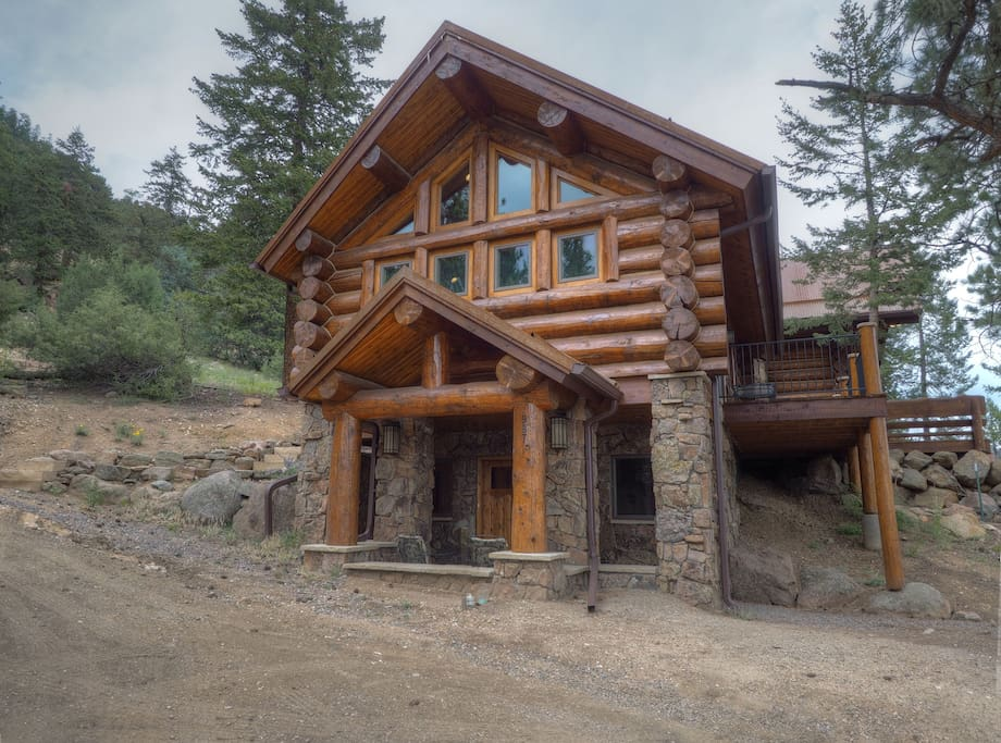 Mounticello Log Cabin - You'll have a great mountain adventure at this rambling log home!