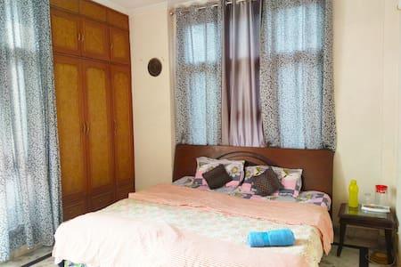 Private Room in Delhi near Kailash Colony Metro