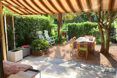 T1 + jardin standing  piscine, parc arboré,