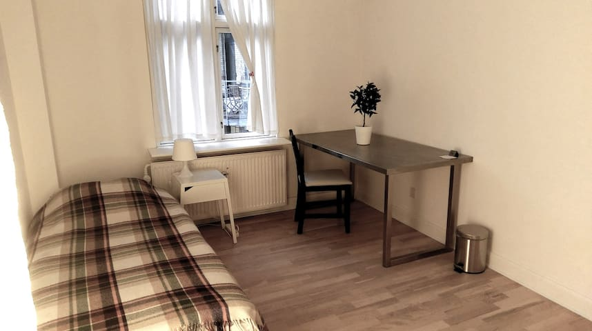 Super central and quiet room in Frederiksberg - Frederiksberg - Apartment